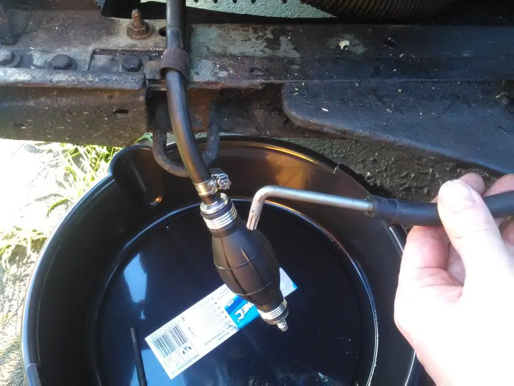 Stopping up a 2Cv fuel line