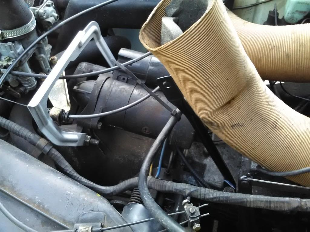 2CV airbox supports