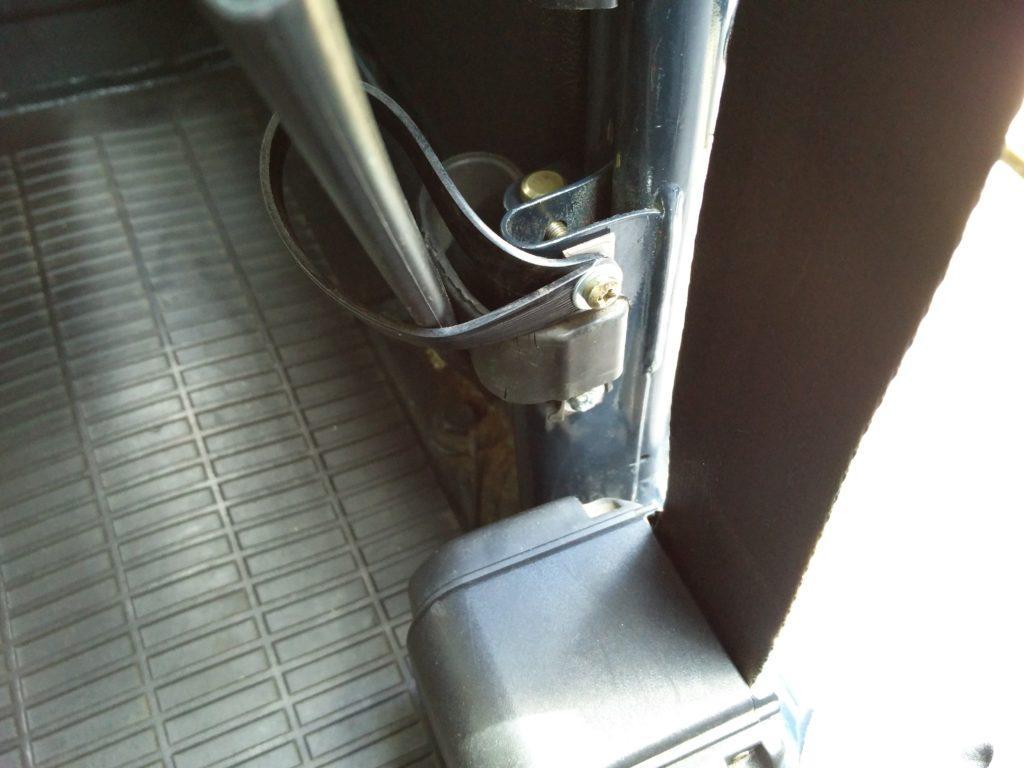2CV rear door strap and seatbelt retainer
