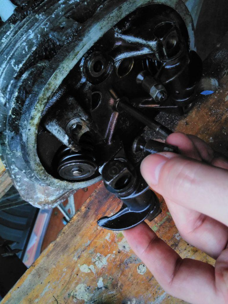 removing a 2CV rocker arm from the head