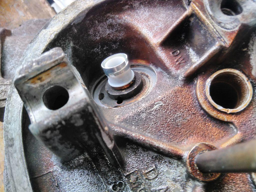 2CV vale stem oil seal fitting