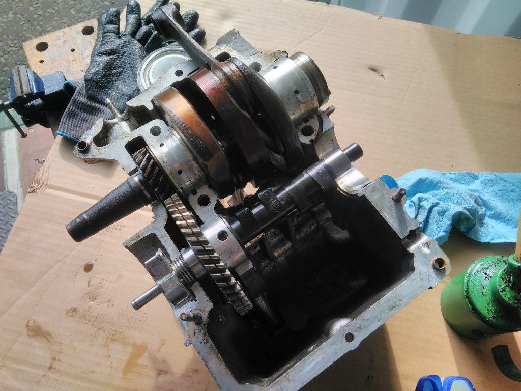 2CV crank case showing crank and cam