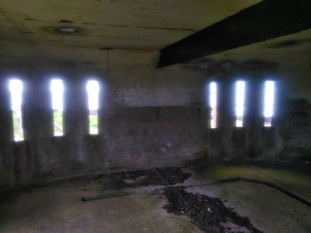 Graemsay dispersed beam searchlight emplacement