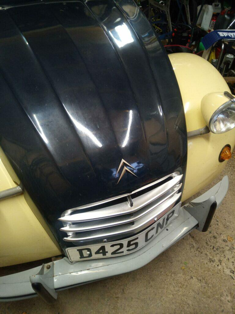 Bonnet chevrons and three bar grill on a 2CV