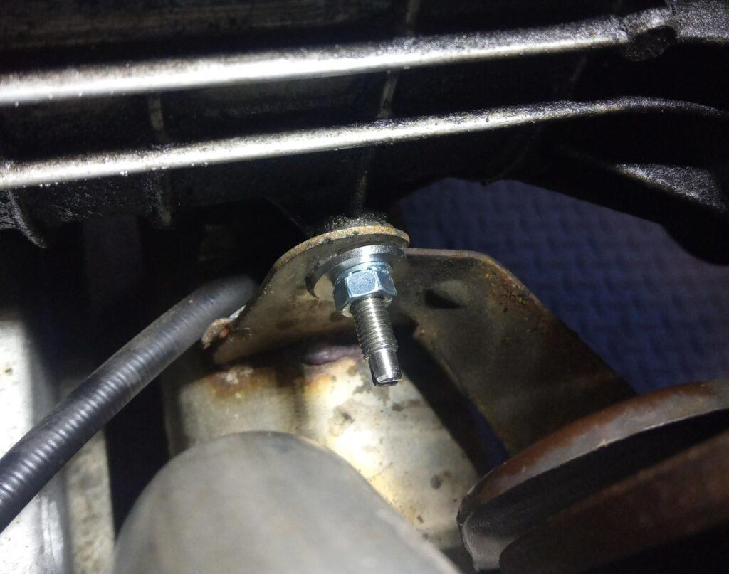 2CV exhaust cross box stud